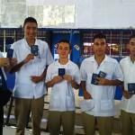 高校での聖書贈呈