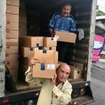 聖書を運ぶ地元のギデオン